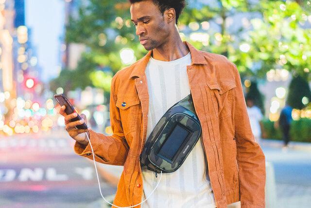 バッグ+太陽光充電器で急なバッテリー切れに備える。