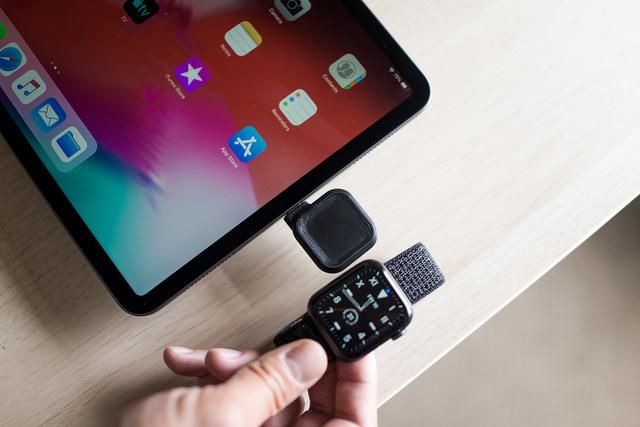 Apple Watch専用に開発された充電器