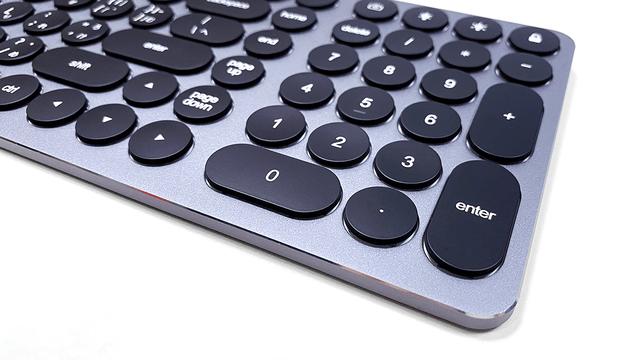 作業効率アップには欠かせないテンキーが搭載。
