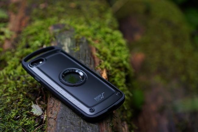 スリムデザインでも、衝撃からiPhoneをしっかり守ります。