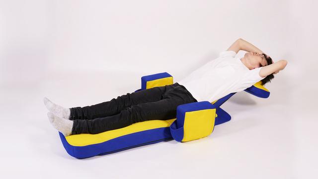 【座り方7】背中をグーっと伸ばしてストレッチ