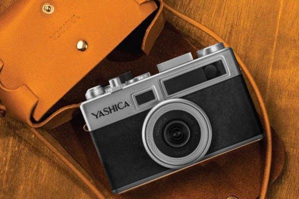 フィルム交換できるデジタルカメラ「YASHICA Y35」用レザーアイテムが登場