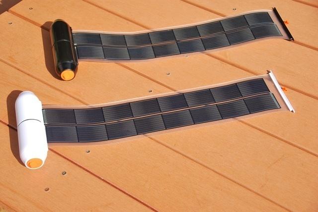 "<span class=""title"">非常時にも安心! 巻き取り式ソーラーパネル付きモバイルバッテリー「Roll Solar Charger」</span>"